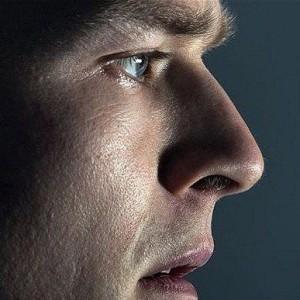 Лицо мужчины в профиль